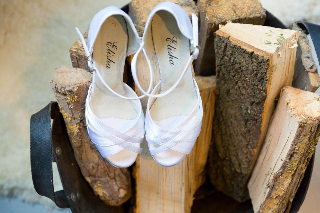 Sineke wile mooie trouwschoenen maar ze moesten natuurlijk wel heel mooi zijn! Deze dansschoenen voldeden aan alle eisen en stonden prachtig onder de jurk.