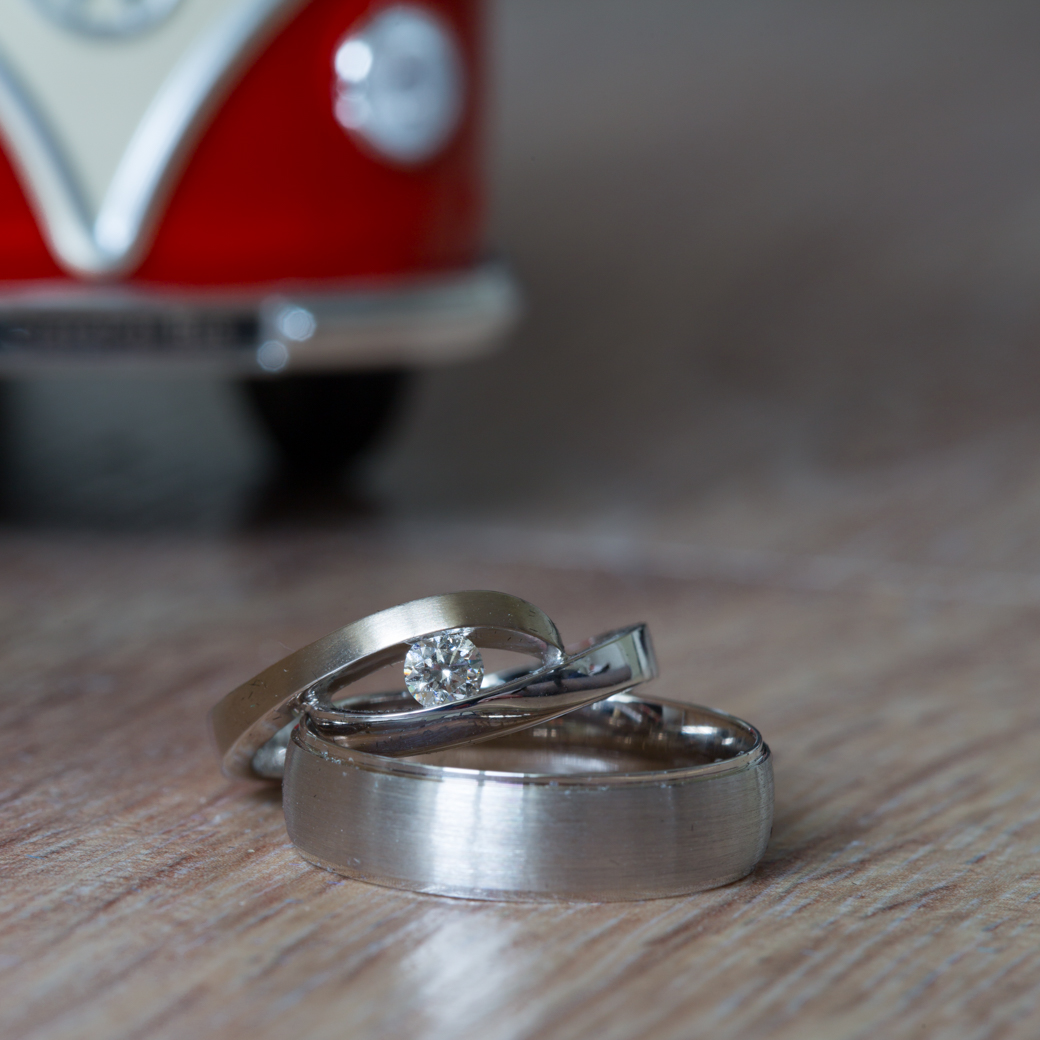 Voor ons was dat een goede gelegenheid om een mooi detailshot van de trouwringen te maken.