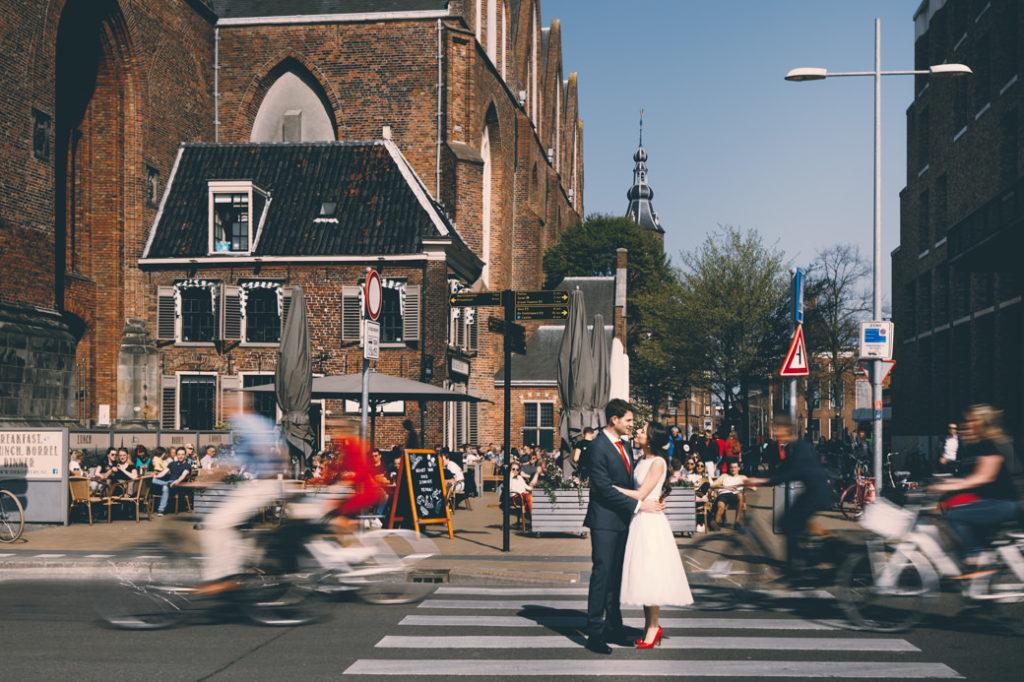 Bruidspaar bij de Martinikerk Groningen