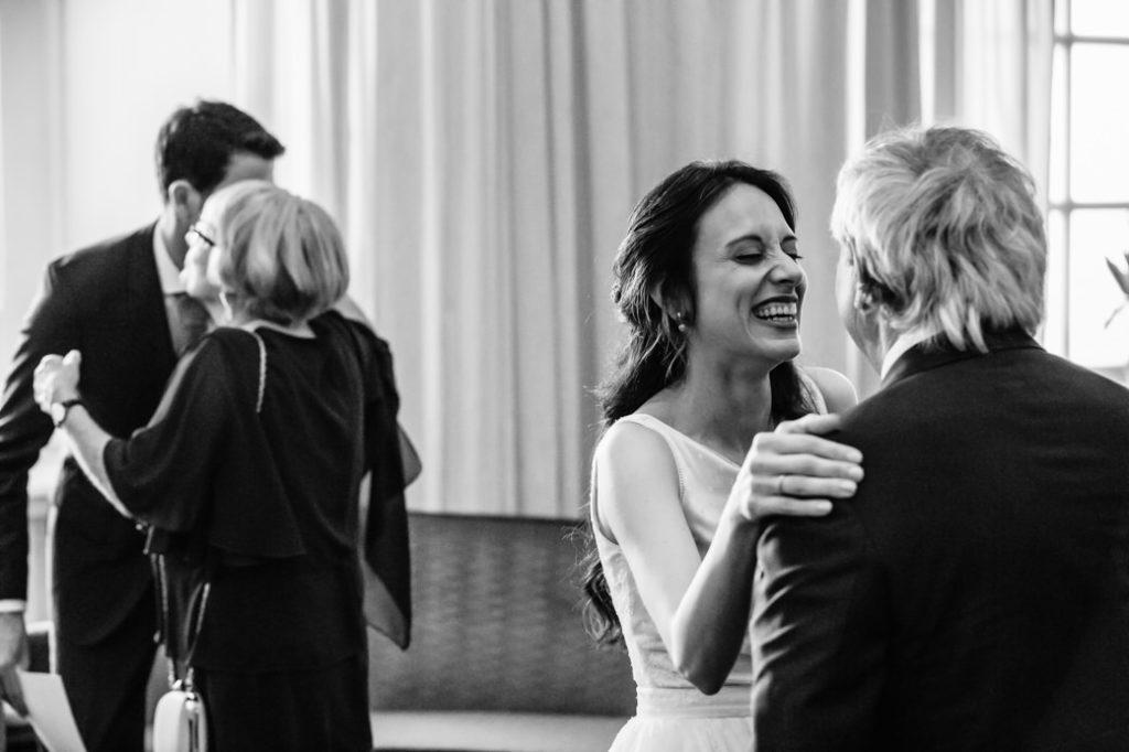 Felicitaties Bruiloft geen handen schudden