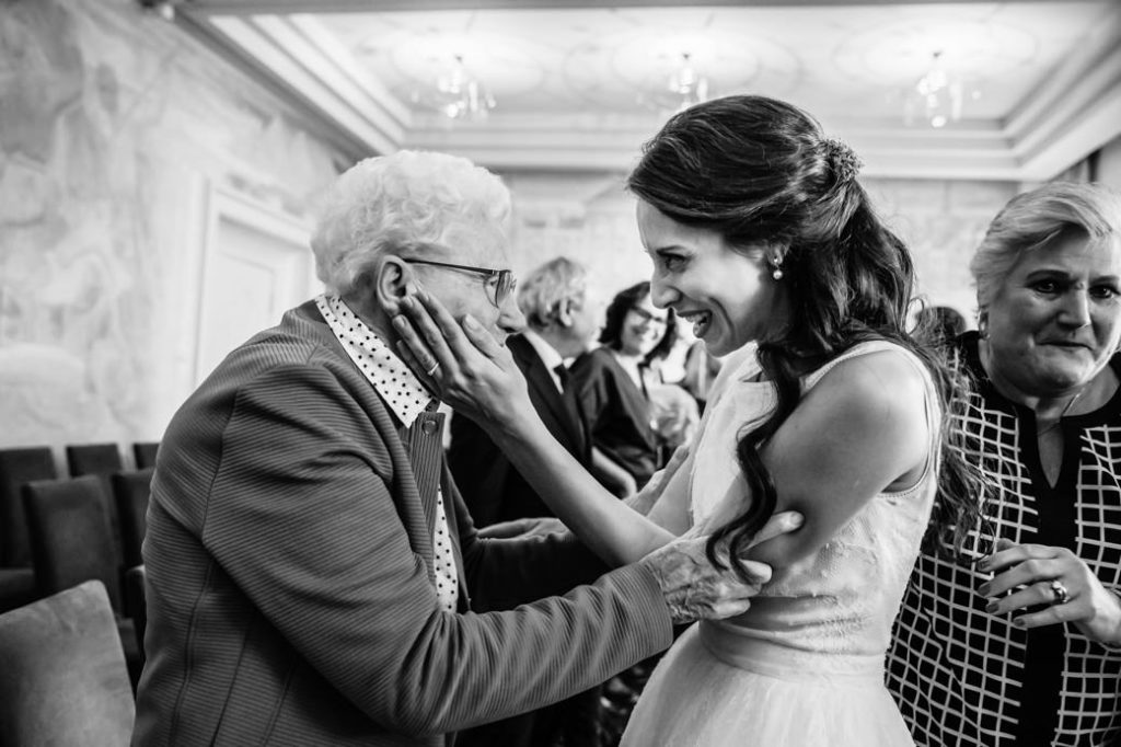 Oma en Bruid op Bruiloft Groningen